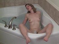 Vintage babe masturbates in bath tub
