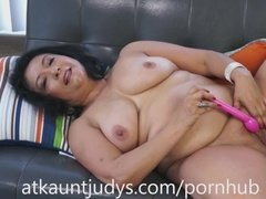 Mature lady shoving dildo into her hairy pussy